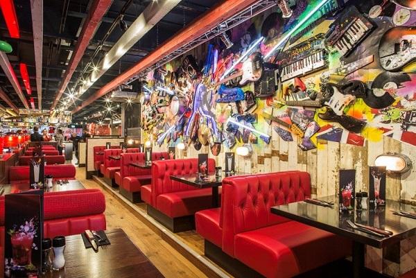 tgi-fridays-opens-flagship-restaurant